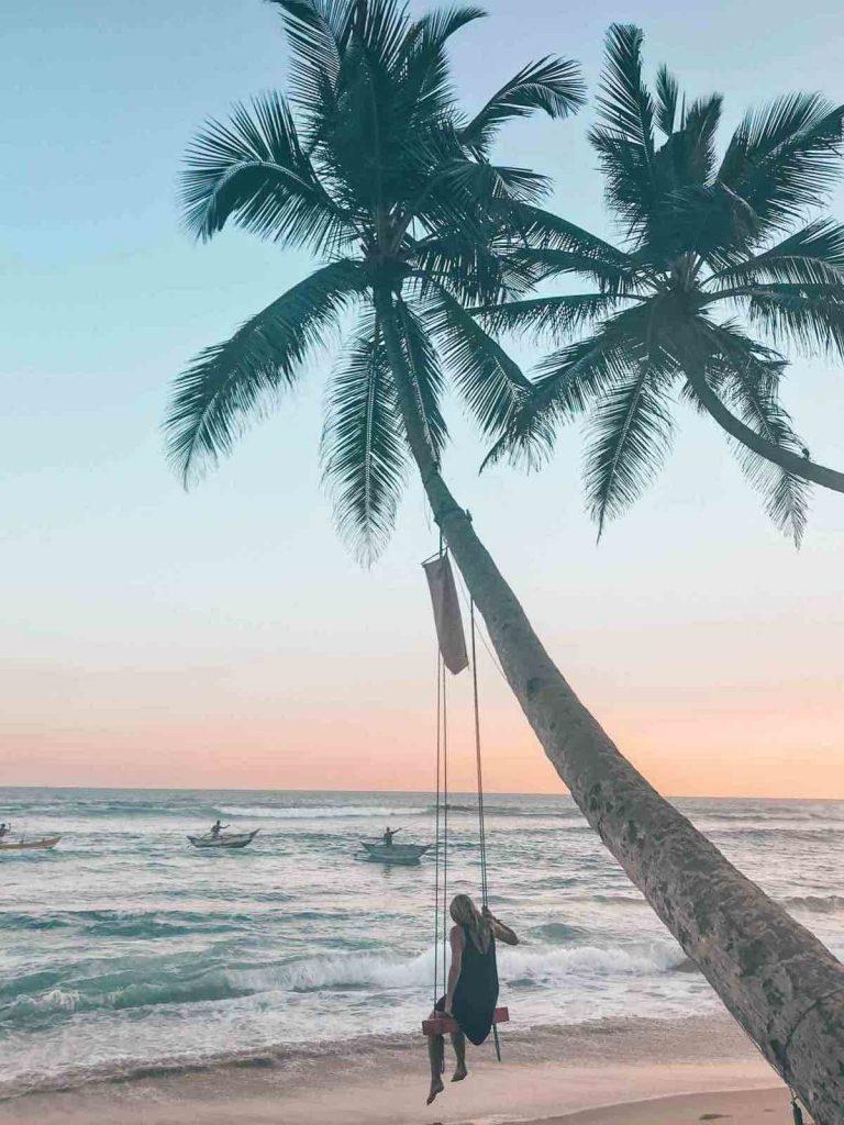 Swing at Mahi Mahi at Dikwella   for sunset